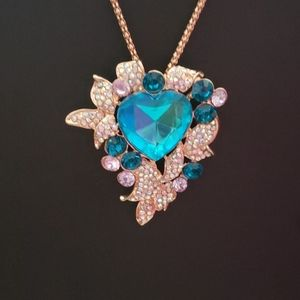 NWT irridesant and blue crystal necklace by Betsey